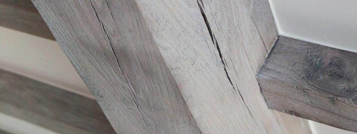 Zandstralen van houten plafonds